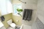 toaleta w jasnych kolorach