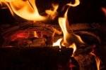 Ogień w kominku